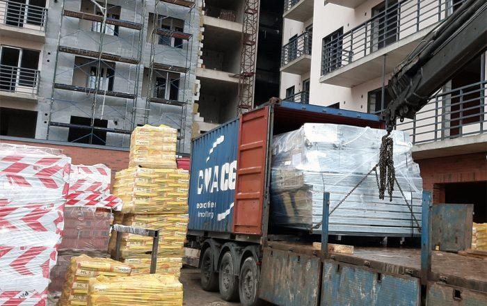 Выгрузка парковочного оборудования на объекте заказчика