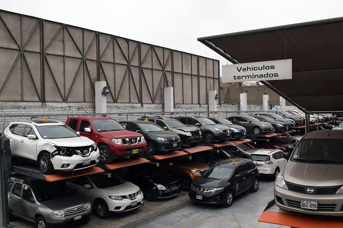 Китайские парковочные подъёмники на открытой уличной стоянке