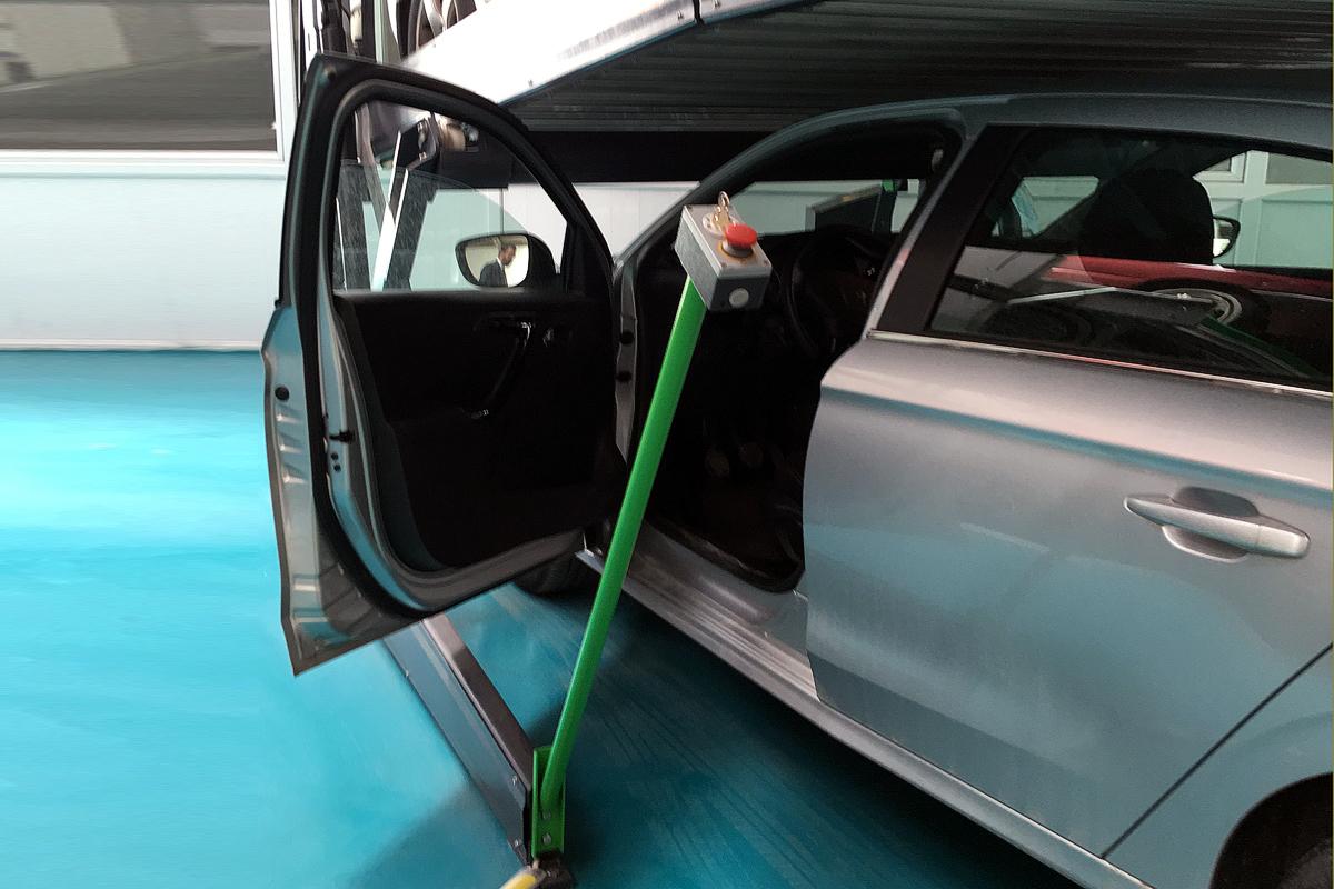 Пульт управления парковочного подъёмника для низких помещений