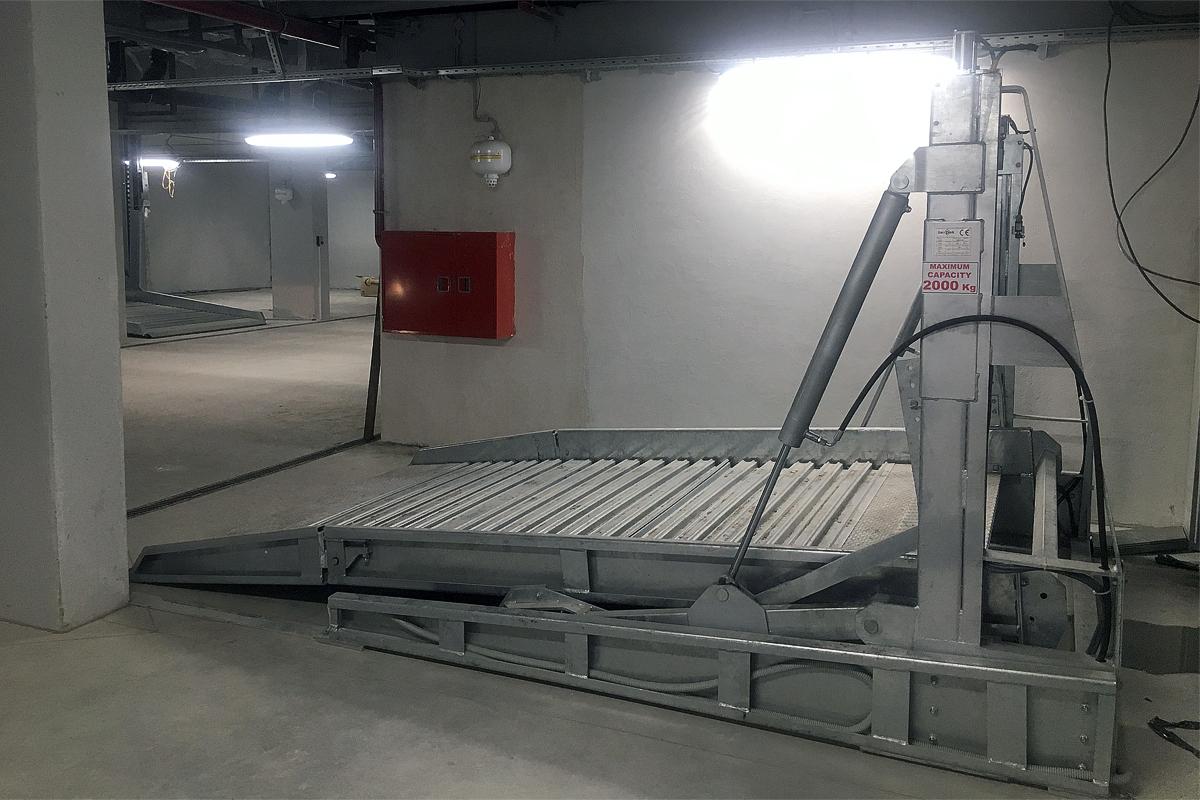 Платформа парковочного подъёмника для низких помещений