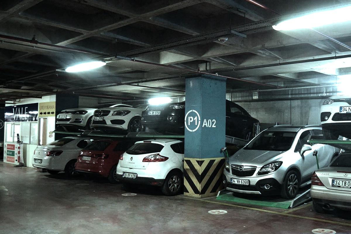 Турецкие подъёмники для низких помещений на подземной парковке