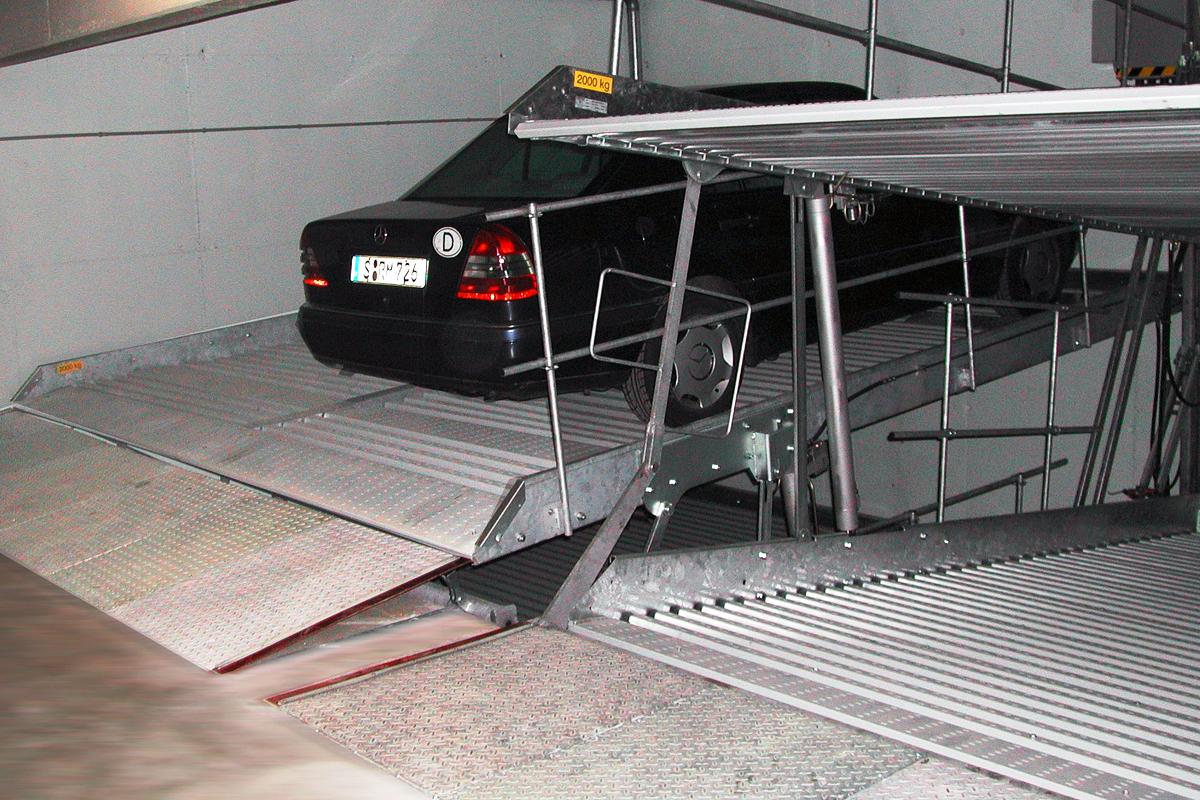 Немецкая парковка в низком помещении