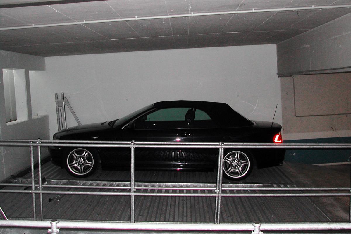Платформа немецкого парковочного подъёмника в горизонтальном положении