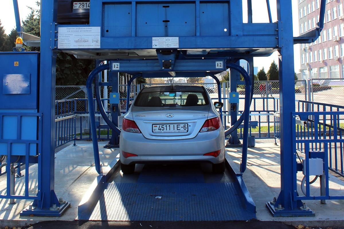 Приём автомобиля на хранение роторной парковкой