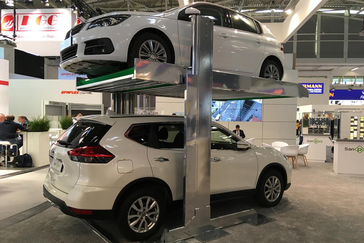 Парковочный подъёмник на выставке