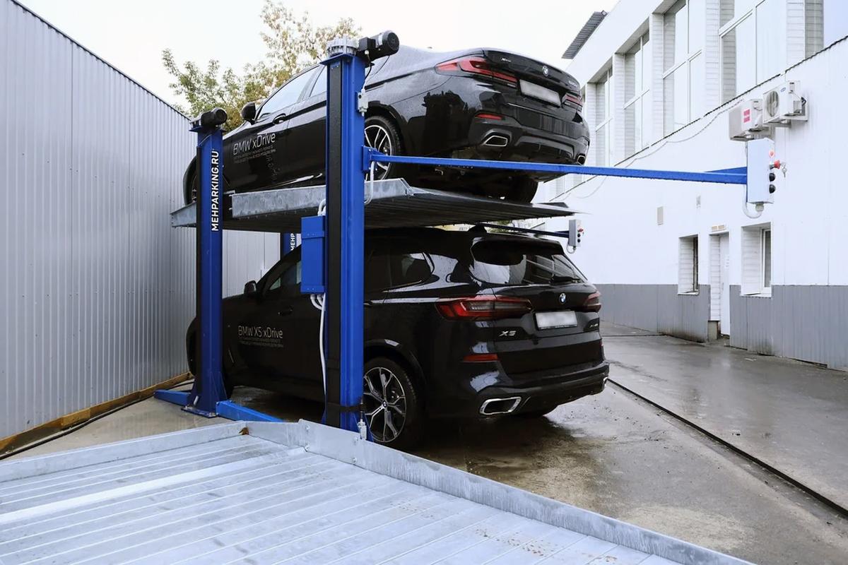 Парковочный подъёмник МehPark у центра BMW в Москве