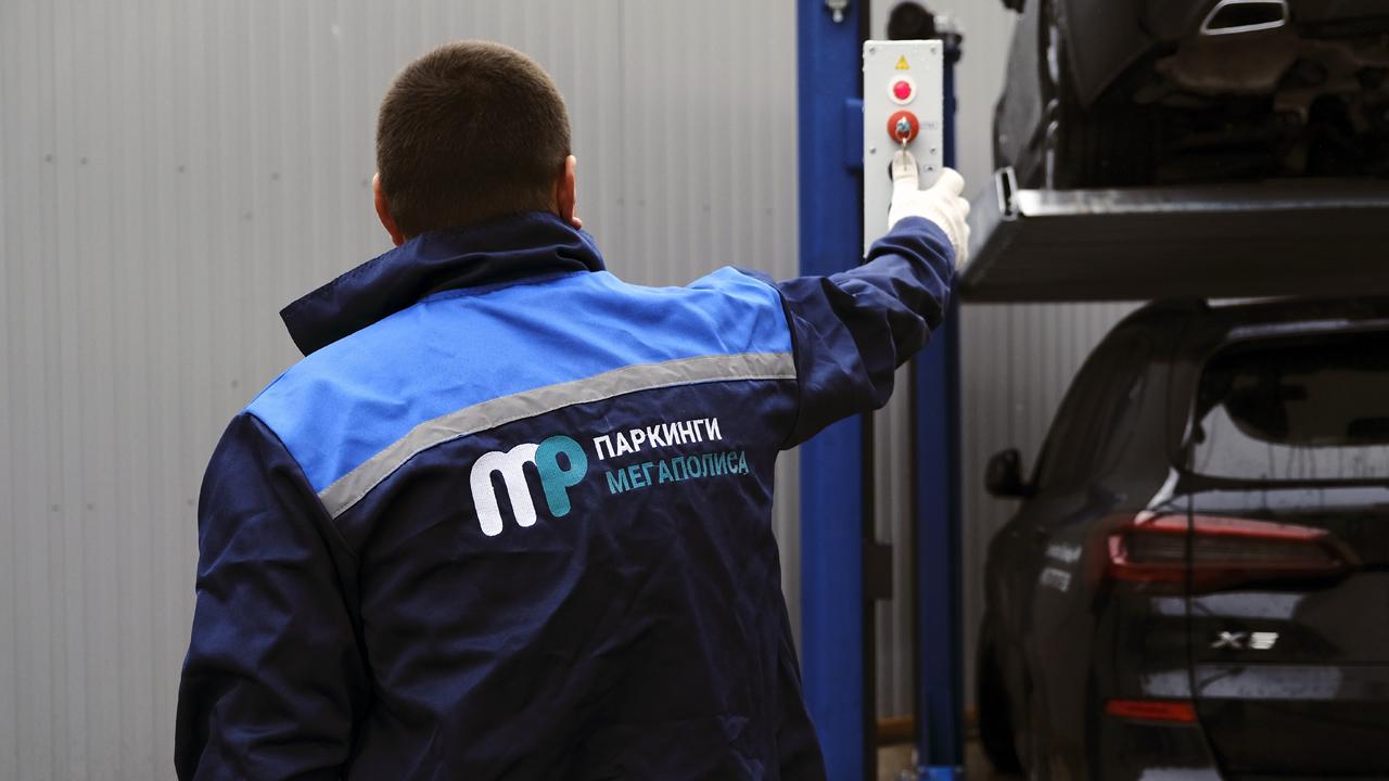 Пуск парковочного подъёмника МehPark у автосалона BMW