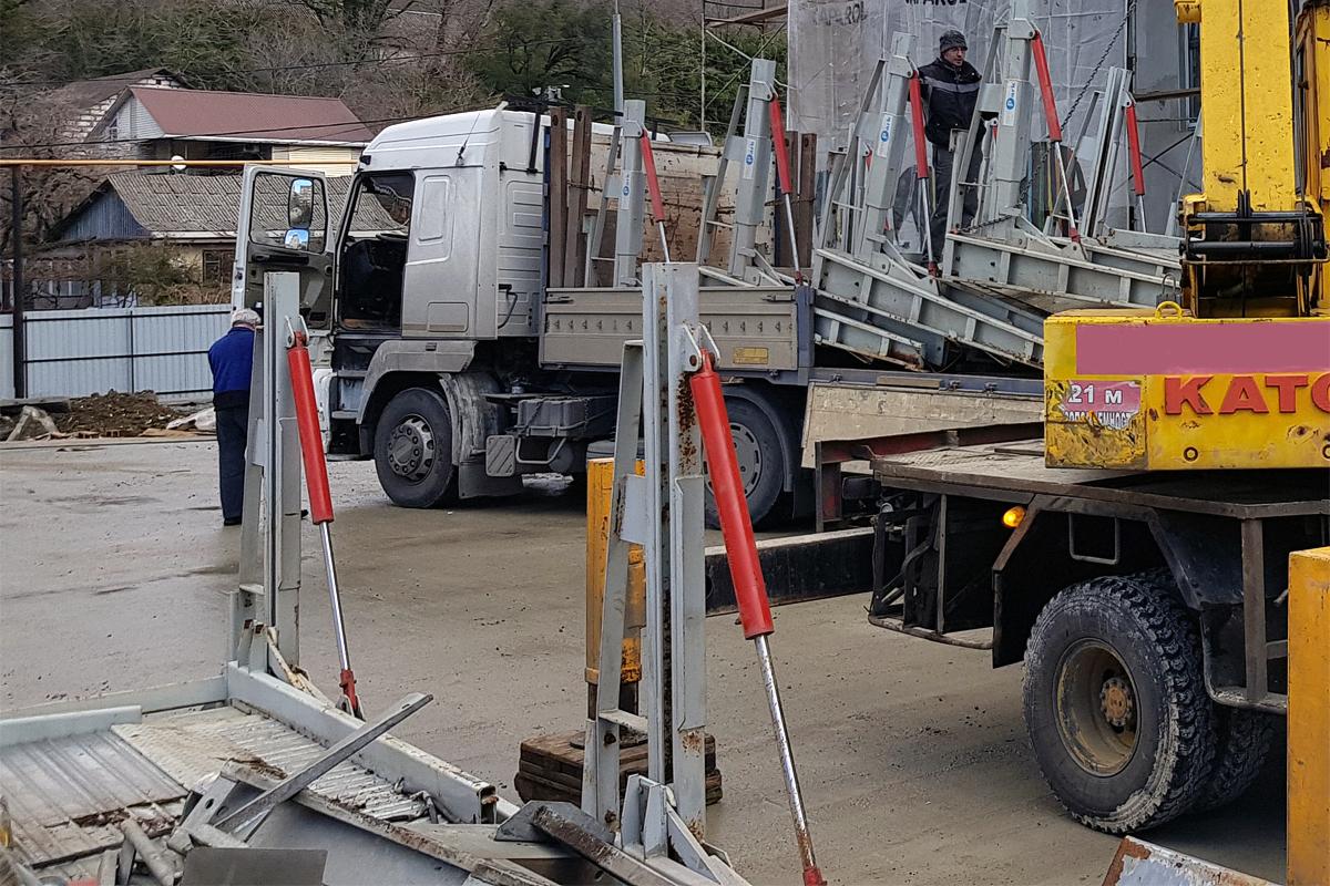Парковочные подъёмники доставлены на строительство жилого комплекса в Сочи