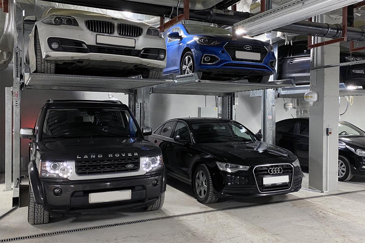 Автомобильные лифты в паркинге жилого комплекса