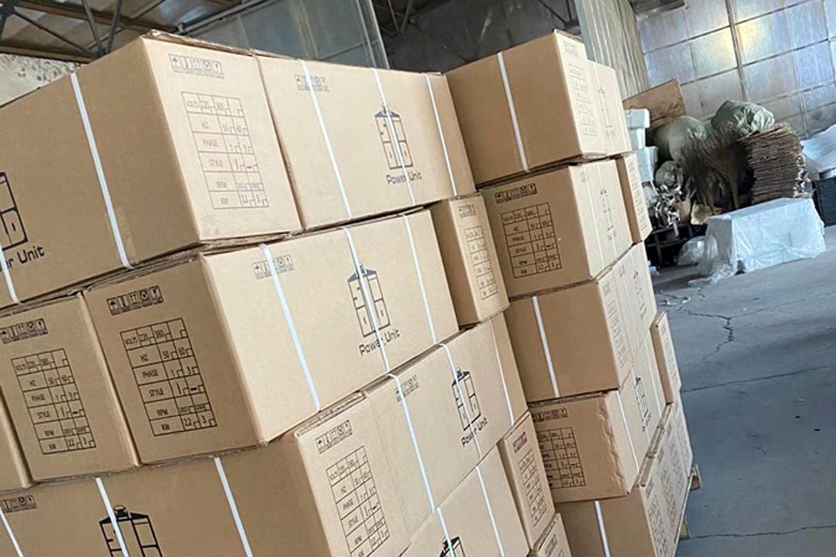 Блоки питания для парковочных подъёмников в упаковке на складе