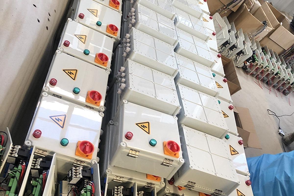 Блоки управления для парковочных подъёмников на складе