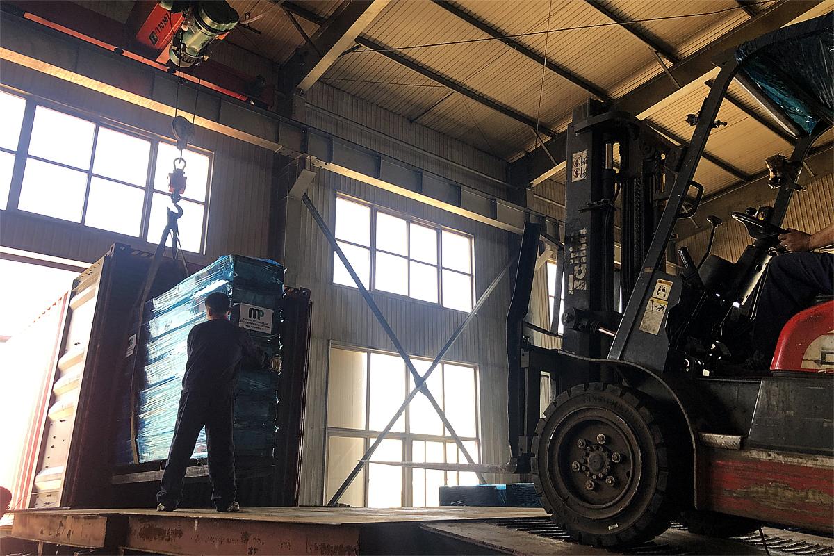 Гидравлические парковочные подъемники готовы к отправке