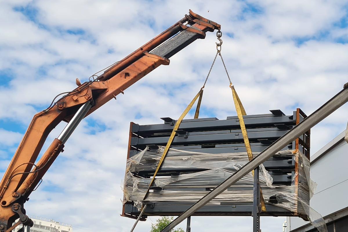 Отгрузка парковочных подъёмников со склада в Петербурге