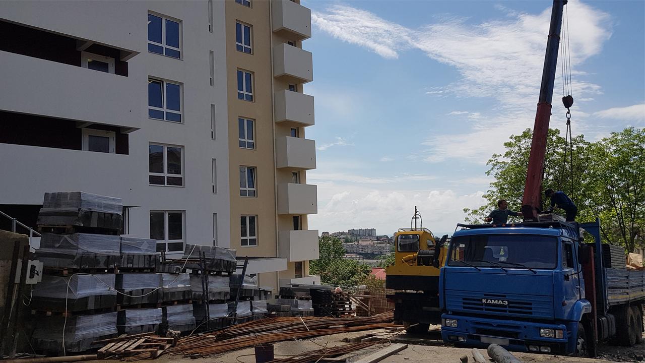 Поставка парковочных подъёмников для уличной стоянки в Сочи