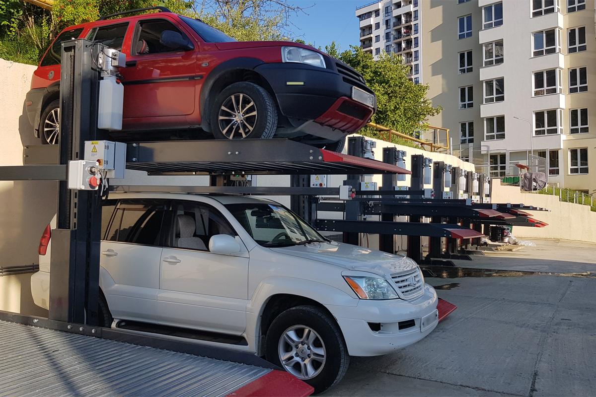 Механизированная парковка у жилого комплекса в Сочи