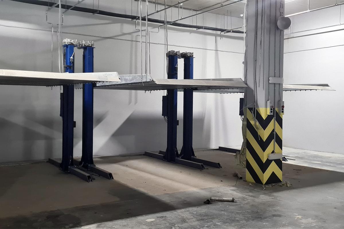 Двухъярусные подъёмники ППЭМ в подземном паркинге