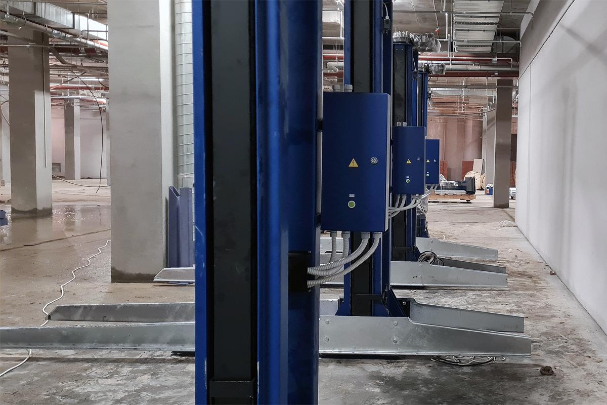 Парковочные подъёмники ППЭМ сгруппированы в ряд