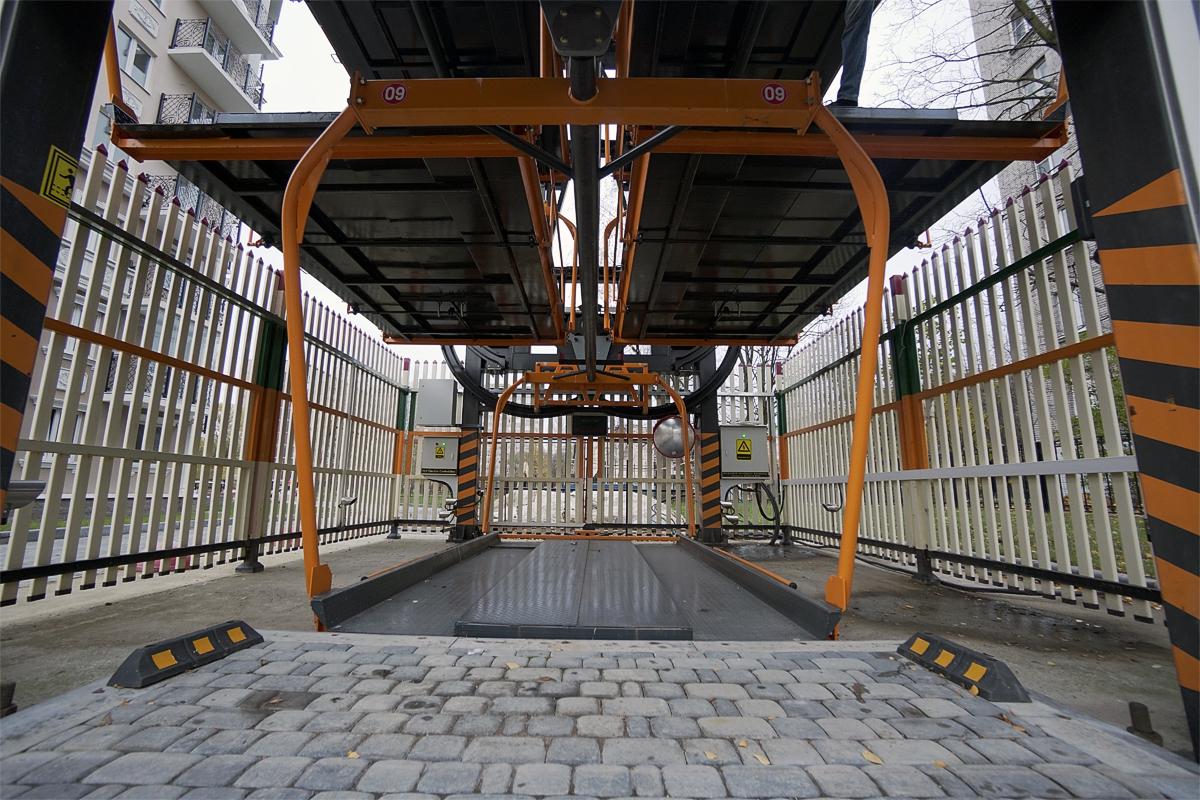 Въезд на платформу роторной карусельной парковки