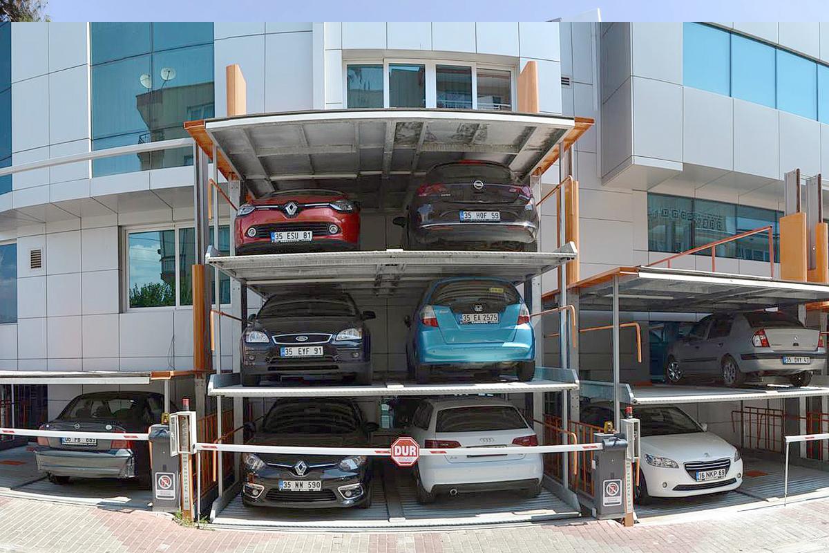 Независимый парковочный подъёмник SanPark у общественного здания
