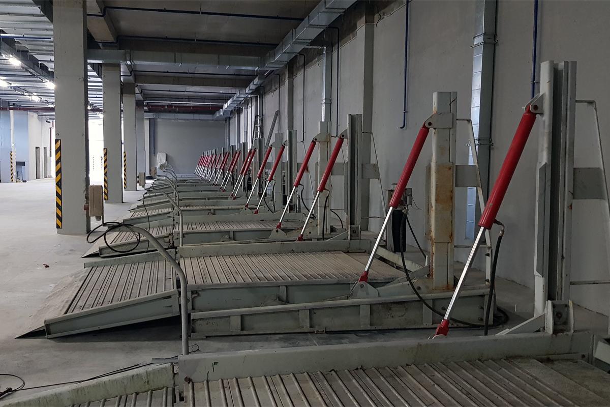 Парковочные подъёмники б/у смонтированы в паркинге нового жилого комплекса