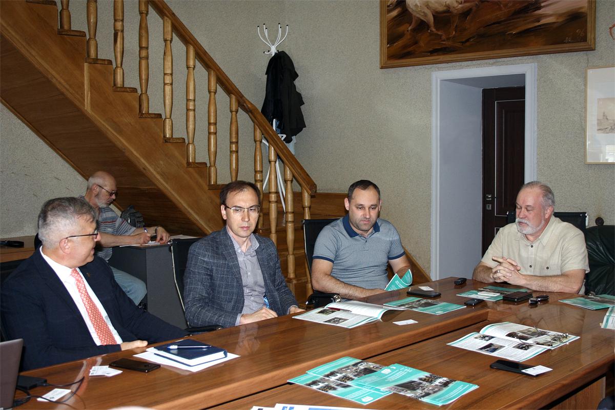 Представители застройщиков и проектных организаций на встрече по парковкам