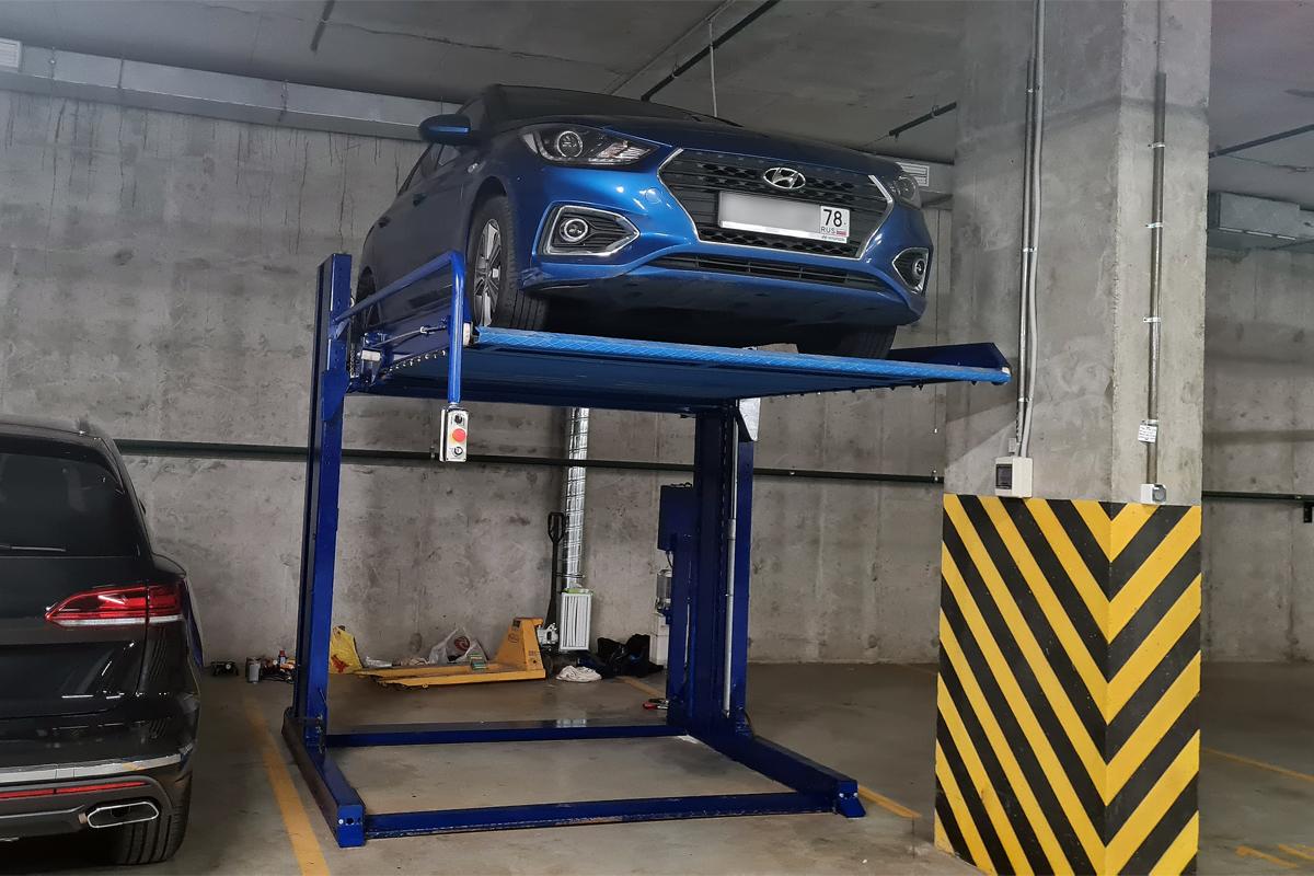Парковочный подъёмник б/у в паркинге